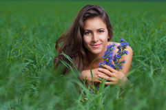 Muchacha que disfruta de verano Fotos de archivo libres de regalías