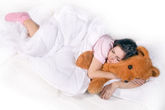 Muchacha que duerme en cama Fotografía de archivo libre de regalías