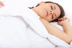 Muchacha que duerme en cama Imágenes de archivo libres de regalías