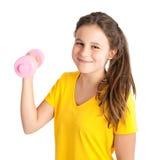 muchacha que ejercita con pesa de gimnasia Imagen de archivo