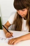Muchacha que escribe el alfabeto de ABC Fotos de archivo