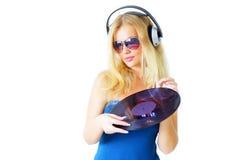 Muchacha que escucha la música Foto de archivo libre de regalías