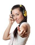 Muchacha que escucha la música Imagen de archivo