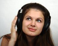 Muchacha que escucha una música Foto de archivo libre de regalías