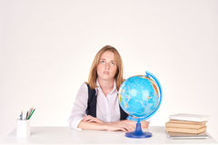 Muchacha que estudia en el escritorio Imagen de archivo libre de regalías