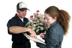 Muchacha que firma para las flores Fotos de archivo libres de regalías