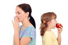 Muchacha que fuma un cigarrillo Fotografía de archivo libre de regalías