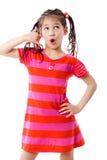 Muchacha que gesticula hablar en el teléfono Imagen de archivo libre de regalías