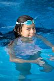 Muchacha que goza de la piscina Imagenes de archivo
