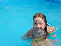 Muchacha que goza del agua Fotos de archivo libres de regalías