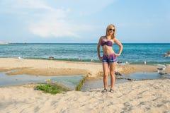 Muchacha que goza del mar fotografía de archivo libre de regalías