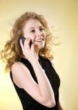 Muchacha que habla en el teléfono Imagen de archivo libre de regalías