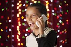 Muchacha que habla en el teléfono móvil Imagen de archivo libre de regalías