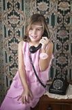 Llamada de teléfono retra de la muchacha Fotografía de archivo