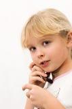 Muchacha que habla en un teléfono celular Imagen de archivo libre de regalías