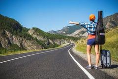 Muchacha que hace autostop Imagen de archivo libre de regalías