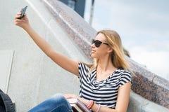 Muchacha que hace el selfie Foto de archivo