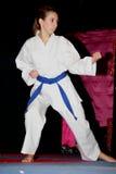 Muchacha que hace karate en final de año del unsaggio Foto de archivo