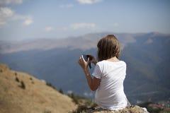 Muchacha que hace las fotos Fotografía de archivo