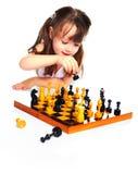 Muchacha que juega a ajedrez Imagen de archivo