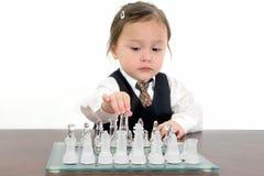 Muchacha que juega a ajedrez Fotografía de archivo libre de regalías