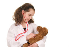 Muchacha que juega al doctor Fotografía de archivo