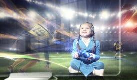 Muchacha que juega al juego video Técnicas mixtas Fotos de archivo libres de regalías