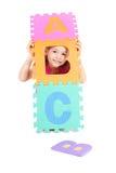 Muchacha que juega con el ABC del alfabeto Fotografía de archivo
