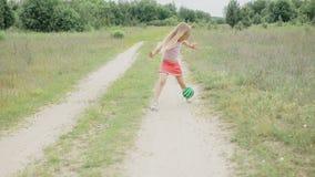 Muchacha que juega con la bola metrajes