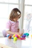 Muchacha que juega con pasta del juego Imágenes de archivo libres de regalías