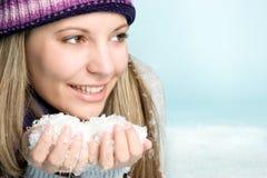 Muchacha que juega en nieve Fotos de archivo