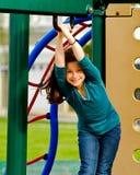 Muchacha que juega en un patio Imagen de archivo