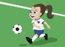 Muchacha que juega a fútbol Imagen de archivo
