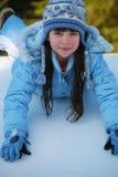 Muchacha que juega una nieve Fotografía de archivo libre de regalías