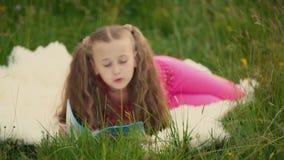 Muchacha que lee un libro metrajes