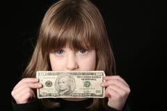 Muchacha que lleva a cabo la cuenta de dólar diez Fotos de archivo