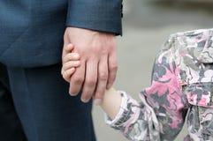 Muchacha que lleva a cabo la mano de un hombre Fotografía de archivo libre de regalías