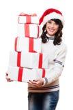 Muchacha que lleva a cabo muchos rectángulos de presentes Foto de archivo libre de regalías