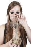 Muchacha que llora sobre árbol muerto Fotografía de archivo libre de regalías
