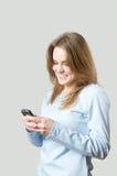 Muchacha que marca en el teléfono celular Fotos de archivo