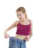 Muchacha que mide su cintura Foto de archivo