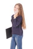 Muchacha que miente de lado en el piso con el ordenador portátil y el smartphone Foto de archivo libre de regalías