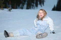 Muchacha que miente en nieve Fotografía de archivo