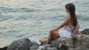 Muchacha que mira el mar metrajes