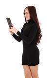 Muchacha que mira la PC negra de la tableta Imágenes de archivo libres de regalías