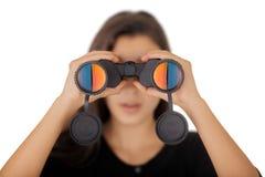 Muchacha que mira a través de los prismáticos Imágenes de archivo libres de regalías