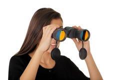 Muchacha que mira a través de los prismáticos Imagen de archivo libre de regalías