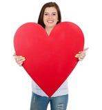 Muchacha que muestra forma del corazón Imagenes de archivo