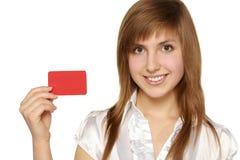 Muchacha que muestra la tarjeta roja a disposición Fotos de archivo libres de regalías