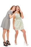 Muchacha que muestra a su amigo algo que sorprende Imagen de archivo libre de regalías